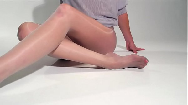 Beautiful, White&Glossy Pantyhose Presentation in HD [pantymaniaq.cba.pl]