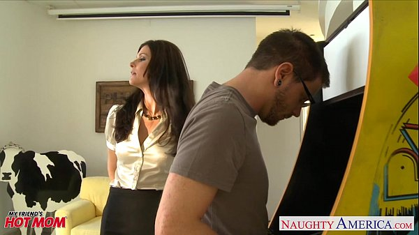 Stockinged mom India Summer gets fucked and fac...