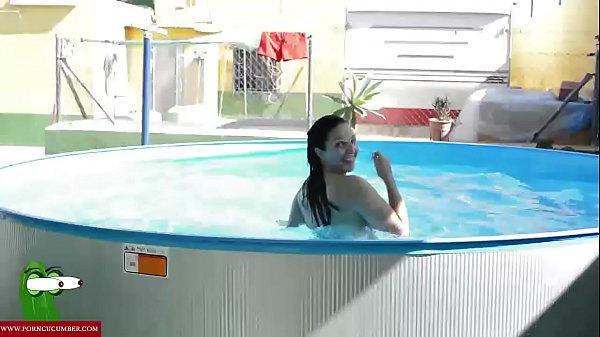 follada en la terraza de la piscina GUI002