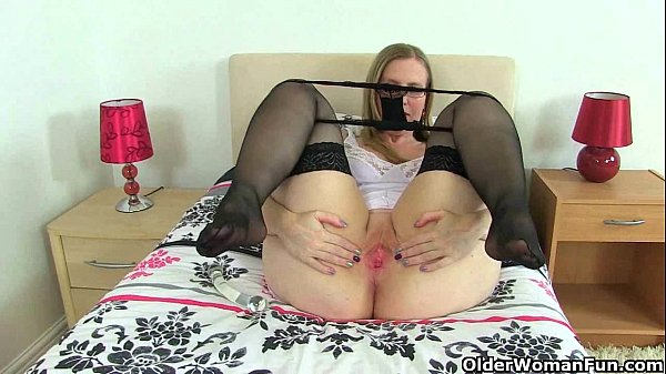 UK milfs Sammie and Louise love dildoing their ...