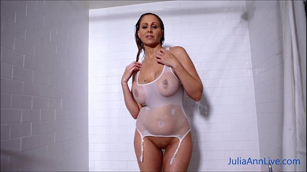 Sexy Milf Julia Ann Lathers Her Big Tits in Sho...