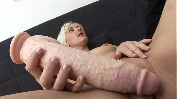 Oops !! The Dildo Deal with Jil