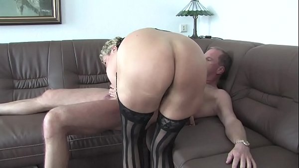 Free Version - Lucia old milf dresses up and en...