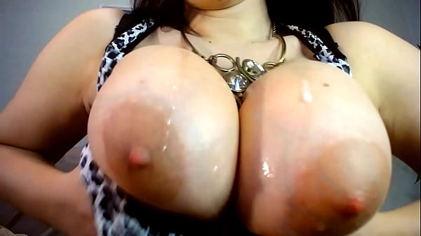 bbw play with huge titts and spit of them