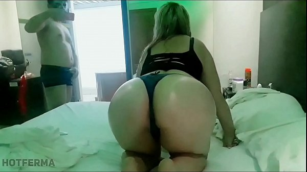 Blonde fucking in motel with husband's friend