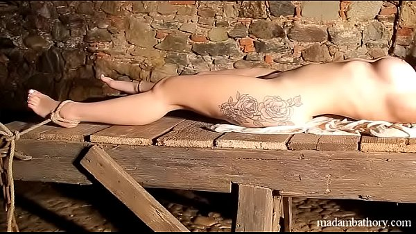 Isabella shackled naked in chains Thumb