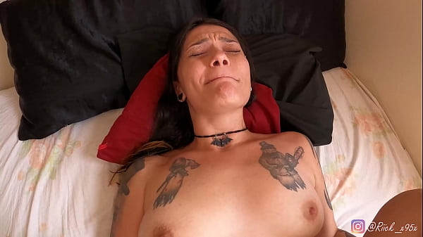 She Won a Massage with Happy Ending - Lucy's First Porn Video, Putinha Tatuda enjoyed the massage and in the end took Porra na Cara!! full scene