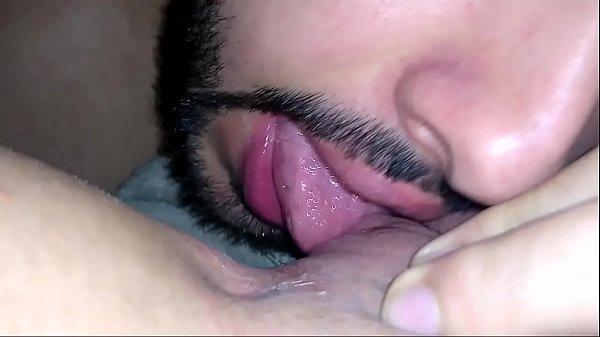 Bianca Naldy leva um banho de língua na buceta e goza gostoso