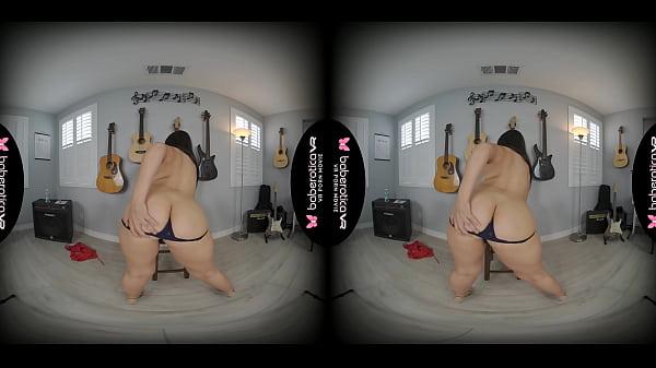 Solo brunette, Luna Leve needs an intense orgasm, in VR
