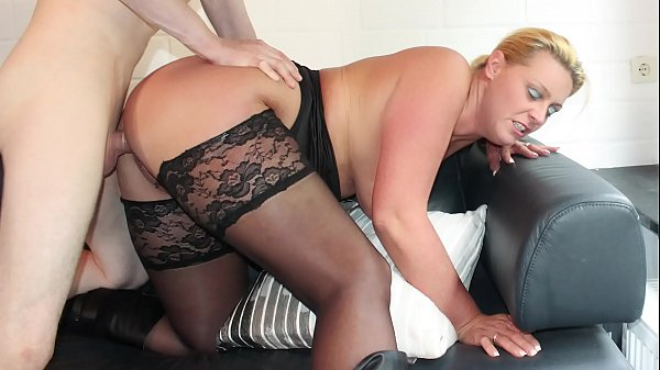 REIFE SWINGER - Curvy German blonde in stockings boned Thumb