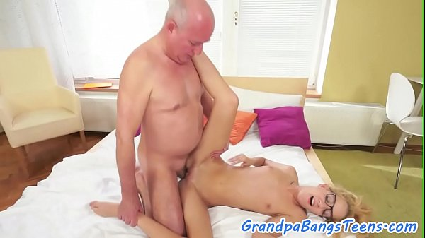 Blonde babe gets a good spoon fuck