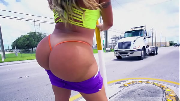 BANGBROS - Busty Latin MILF Julianna Vega Ridin...