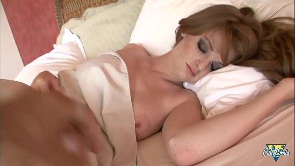 Faye Reagan aime être réveillée par une grosse bite
