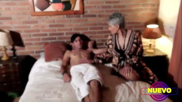 THE SLUT PSYCHOLOGIST FUCKS THE PILETERO WHILE THE HUSBAND FUCKS THE ASS TO THE MAID