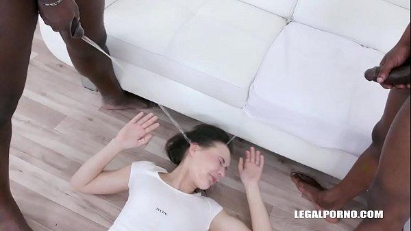 Obedient pissing for Sandra Zee IV493