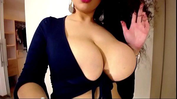 Hermosa latina tetona