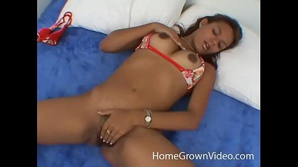 Dark skinned amateur masturbates in bed