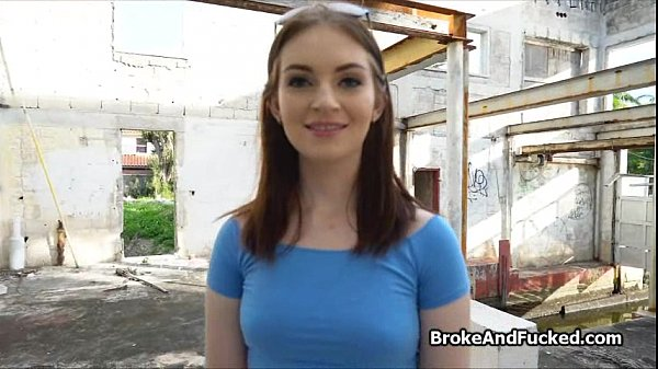 Cutie on vacation gives pussy for cash