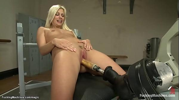 Anal blonde fucks machine in the gym