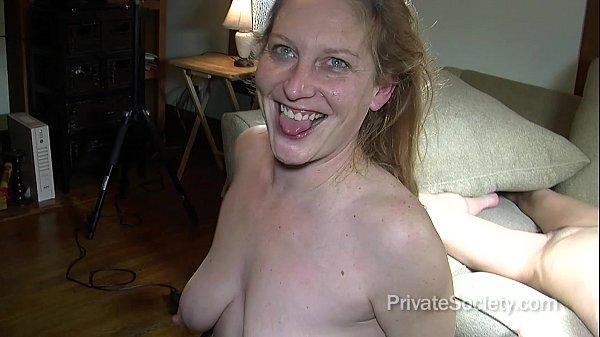 Sexy mom at pool