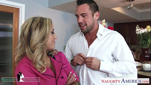 Blonde hottie Payton West gets facialized at a wedding Thumb