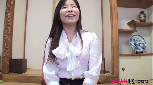 Japan mature Reiko Hayami sex act after interview
