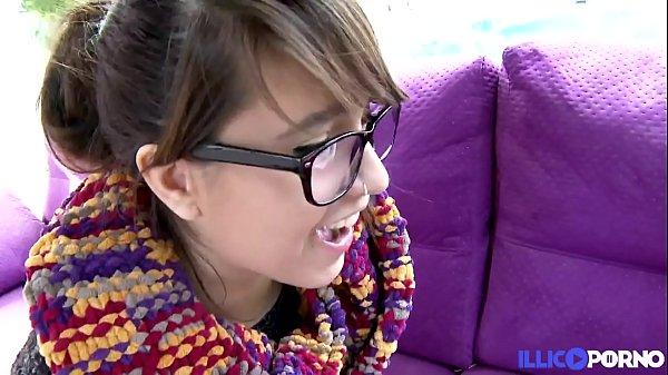 Nikki jeune espagnole de 19 ans avec un cul d'e...