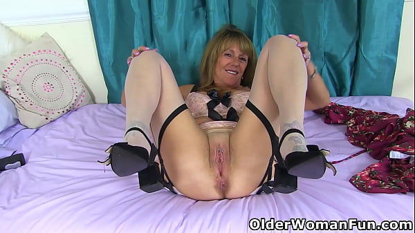 UK granny Pandora loves playing with a big dildo