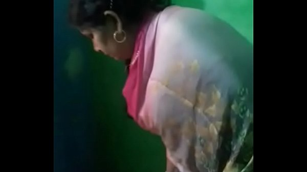 Indian randi aunty showing gand and twerking