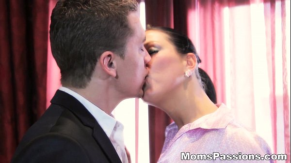 Moms Passions - He knows what a woman Zlata wan...