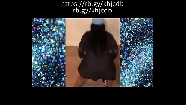 MC Mirella Dançando Muito De Shortinho curto