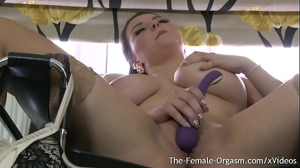 Sexy Big Breasted Curvy British Babe Strips and Bates to a Twitching Finish