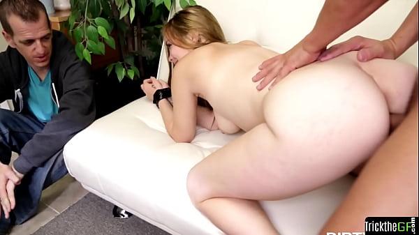 Blindfolded bigtits gf cuckolds her boyfriend Thumb
