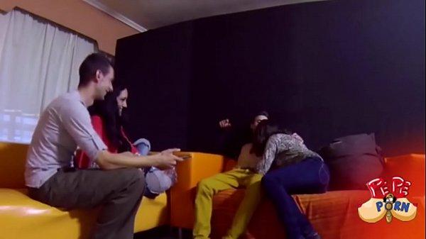 Veronica Dani Ainara y Jose empiezan un juego de parejas que acaba en follada