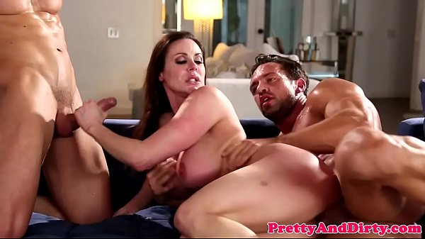 Bigtitted glamour babe spitroasted in trio Thumb