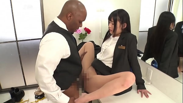 Japanese employees are happy to serve Black foreigners Thumb