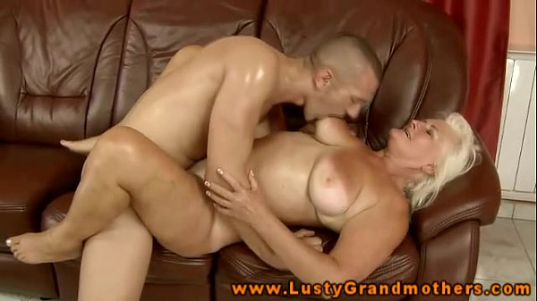 Amateur mature GILF gets fucked
