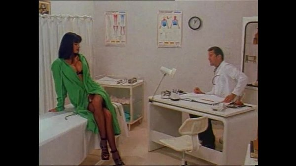 Hot Venere Bianca in sexy lingerie fucked in a doctor's visit Thumb