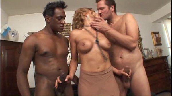 Nadia Macrì fucks two cocks