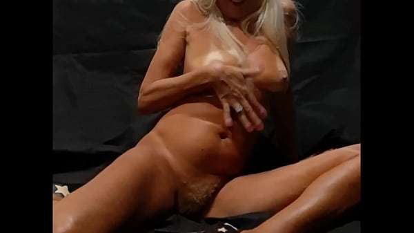 mature blonde showing big pussy with golden hair and tasty asshole Thumb