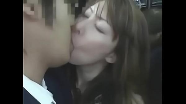คลิปหนังโป๊ จูบปากกันอย่างดูดดื่ม เด็ดมาก