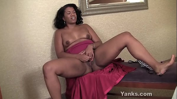 Yanks Honey Ebony Sydnee Capri's Lipstick Vibe