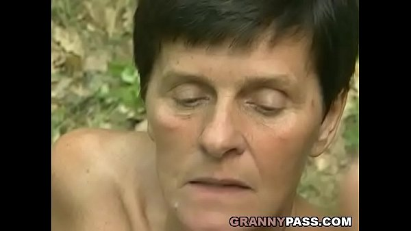 Granny Offers Her Pussy In The Forest