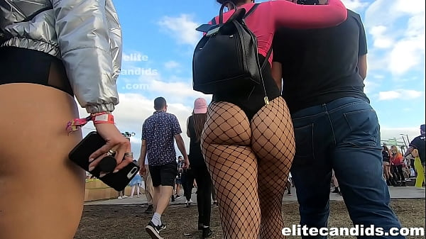 Jiggly candid bubble butt raver Thumb