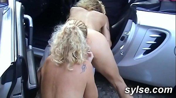 2 amatrices MILFS autostopeuses