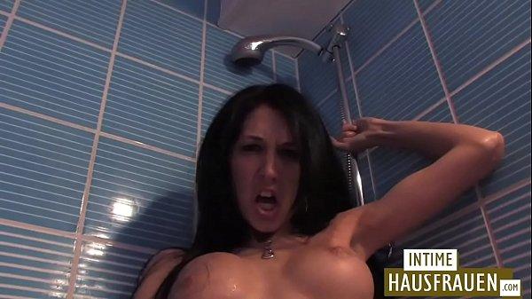Lesbenspas im Badezimmer