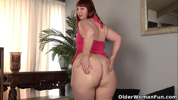 USA milf Scarlett lets you enjoy her meaty saddle b. hips