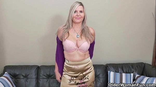 Blonde milf Velvet Skye drips her pussy juice on the couch Thumb