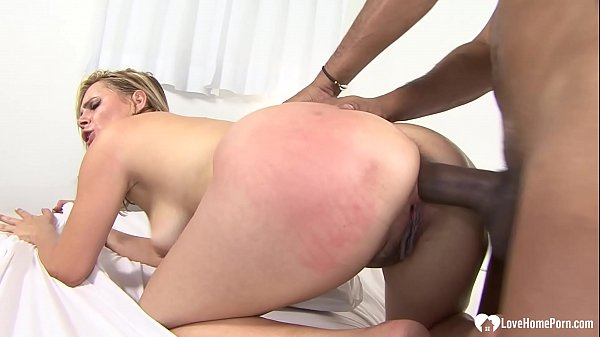 Incredible babe with a tasty ass likes riding