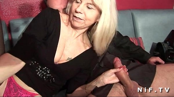 French mature in stockings gets double penetrated in a swinger club Thumb